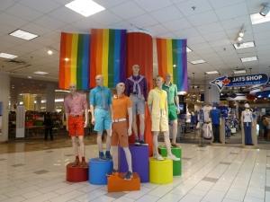 大型ショッピングモール、イートンセンターの正面玄関のディスプレイ
