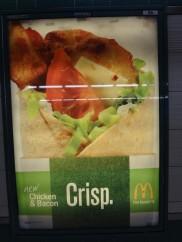 マクドナルドの写真(地下鉄でとったので、ライトが入ってしまいした)