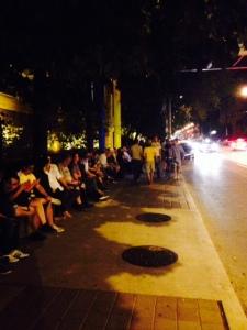 「Tokyo Tribe」上映を待つ人たちによる長蛇の列。