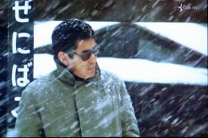 高倉健主演の映画「駅」から:背景に「ぜにばこ」の駅名が見える