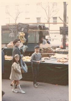 幼少時代を過ごしたフランスのパリで。